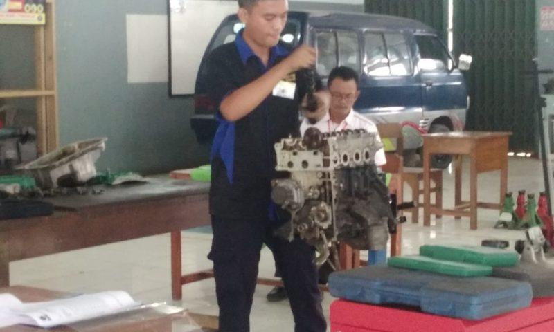 SMK HKTI 2 Juara 2 LKS Bidang Otomotif Tahun 2018